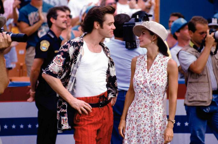 Jim Carrey and Courteney Cox in Ace Ventura: Pet Detective (1994)