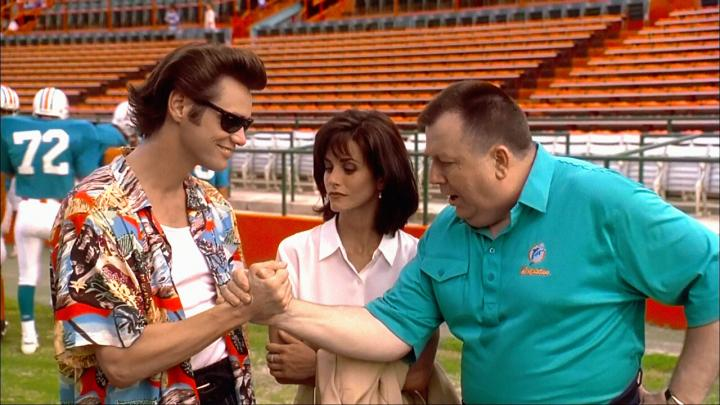 Jim Carrey, Courteney Cox, and Troy Evans in Ace Ventura: Pet Detective (1994)