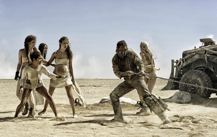 Tom Hardy, Riley Keough, Zoë Kravitz, Rosie Huntington-Whiteley, Abbey Lee, and Courtney Eaton in Mad Max: Fury Road (2015)