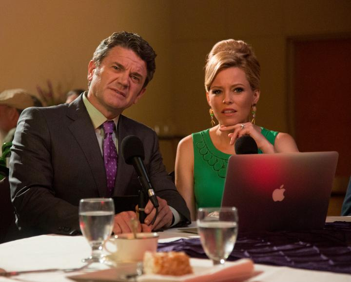 Elizabeth Banks and John Michael Higgins in Pitch Perfect 2 (2015)