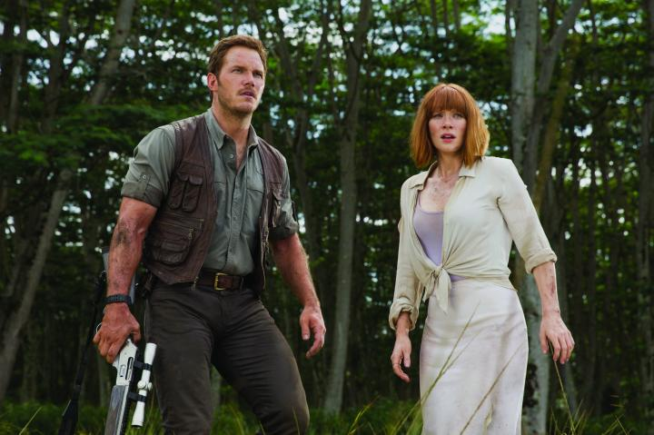 Bryce Dallas Howard and Chris Pratt in Jurassic World (2015)