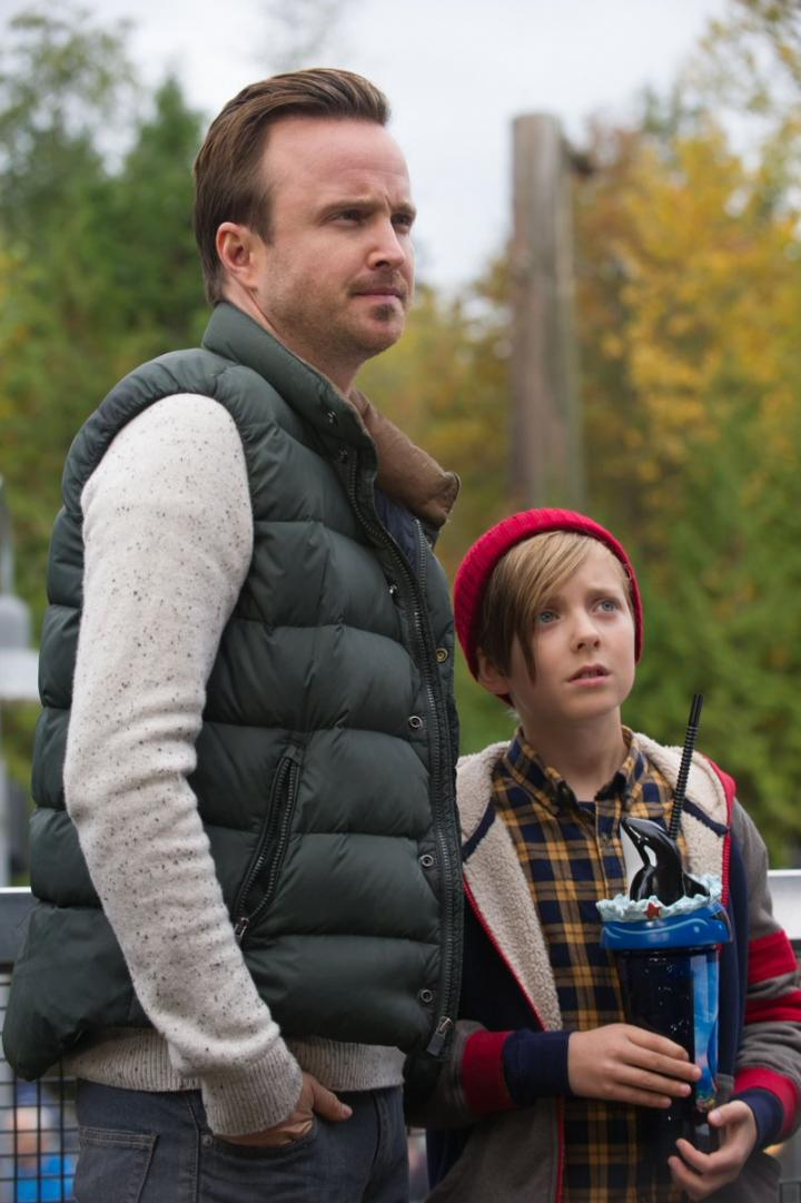 Aaron Paul and Aiden Longworth in The 9th Life of Louis Drax (2016)
