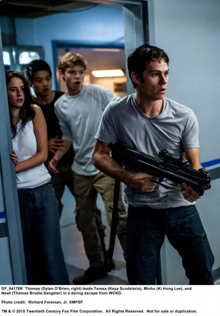 Thomas Brodie-Sangster, Kaya Scodelario, Dylan O'Brien, and Ki Hong Lee in Maze Runner: The Scorch Trials (2015)