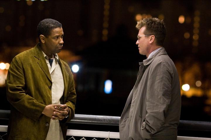 Val Kilmer and Denzel Washington in Deja Vu (2006)