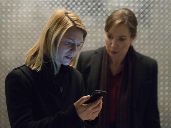 Claire Danes and Elizabeth Marvel in Homeland (2011)