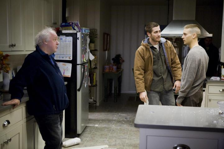 Tobey Maguire, Jim Sheridan, and Jake Gyllenhaal in Brothers (2009)