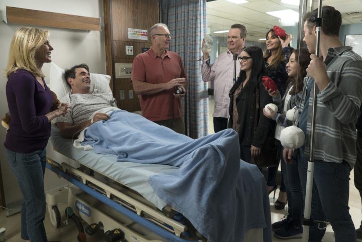 Sofía Vergara, Julie Bowen, Ty Burrell, Ed O'Neill, Eric Stonestreet, Ariel Winter, Nolan Gould, and Aubrey Anderson-Emmons in Modern Family (2009)