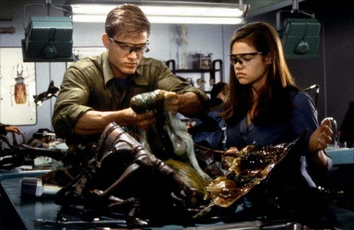 Denise Richards and Casper Van Dien in Starship Troopers (1997)