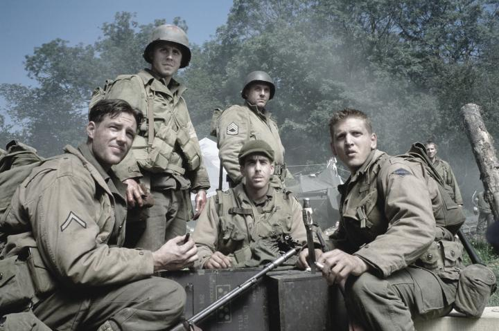 Giovanni Ribisi, Barry Pepper, Tom Sizemore, Adam Goldberg, Edward Burns, and Leland Orser in Saving Private Ryan (1998)