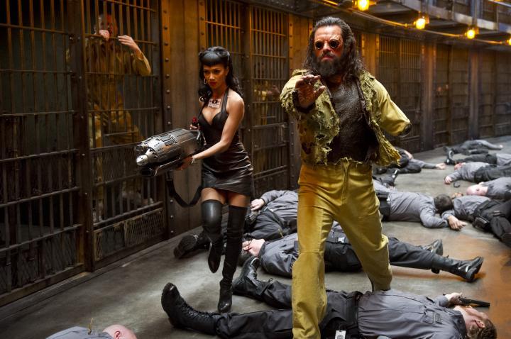 Nicole Scherzinger and Jemaine Clement in Men in Black 3 (2012)
