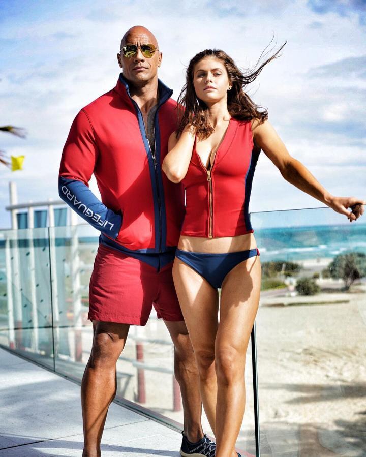 Dwayne Johnson and Alexandra Daddario in Baywatch (2017)
