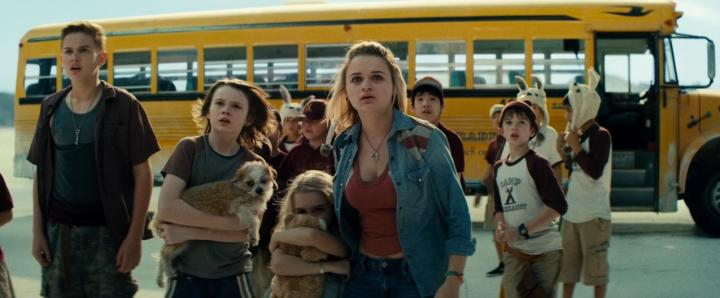 Joey King, Hays Wellford, Mckenna Grace, and Garrett Wareing in Independence Day: Resurgence (2016)