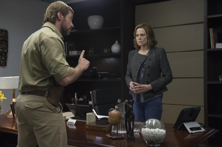 Sigourney Weaver and Hugh Jackman in Chappie (2015)