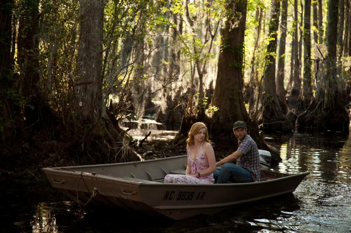 Mark Webber and Sarah Snook in Jessabelle (2014)