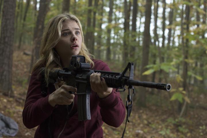 Chloë Grace Moretz in The 5th Wave (2016)