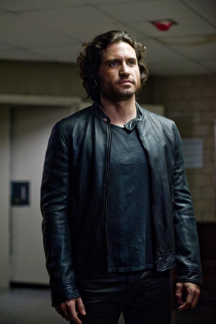 Edgar Ramírez in Deliver Us from Evil (2014)