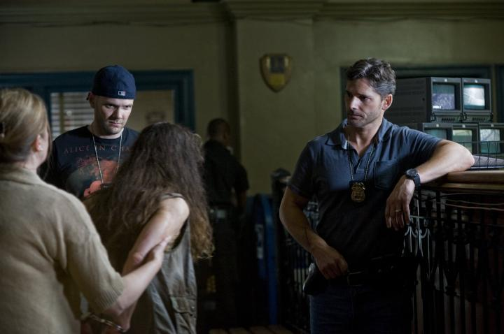 Eric Bana, Olivia Horton, and Joel McHale in Deliver Us from Evil (2014)