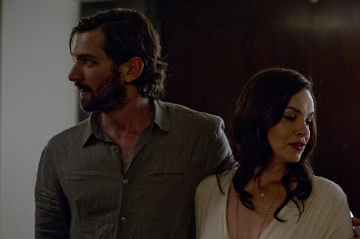 Tammy Blanchard and Michiel Huisman in The Invitation (2015)