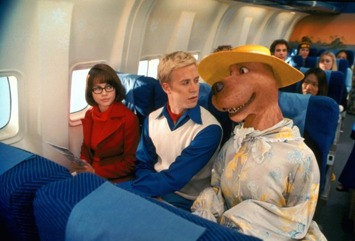 Linda Cardellini and Freddie Prinze Jr. in Scooby-Doo (2002)