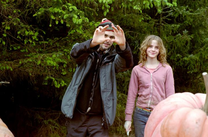 Alfonso Cuarón and Emma Watson in Harry Potter and the Prisoner of Azkaban (2004)