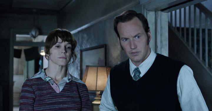 Frances O'Connor and Patrick Wilson in The Conjuring 2 (2016)