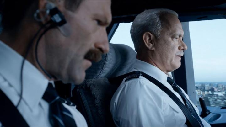 Tom Hanks and Aaron Eckhart in Sully (2016)