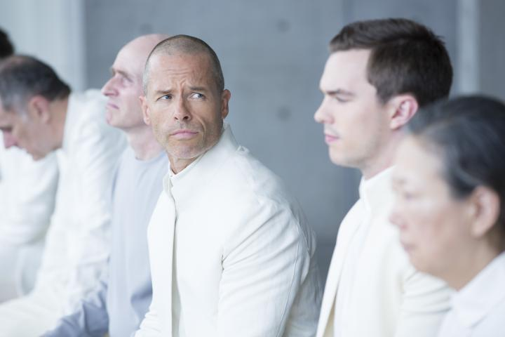 Guy Pearce and Nicholas Hoult in Equals (2015)