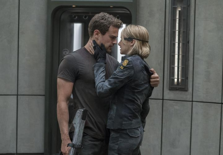 Shailene Woodley and Theo James in Allegiant (2016)