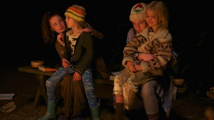 Annalise Basso, Samantha Isler, Shree Crooks, and Charlie Shotwell in Captain Fantastic (2016)