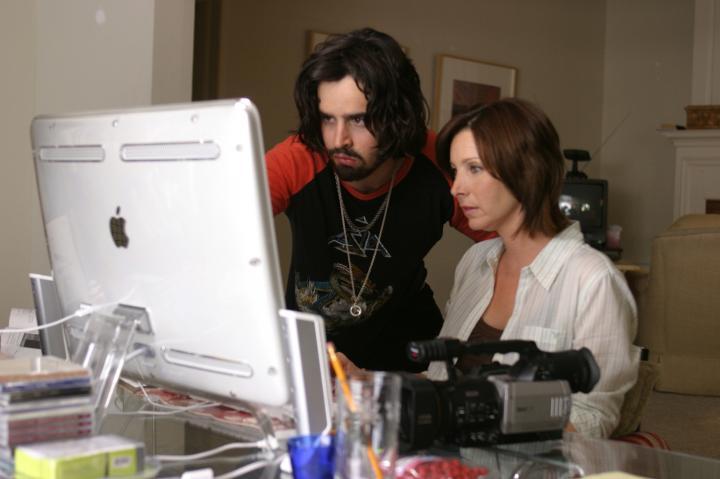 Lisa Kudrow and Jesse Bradford in Happy Endings (2005)