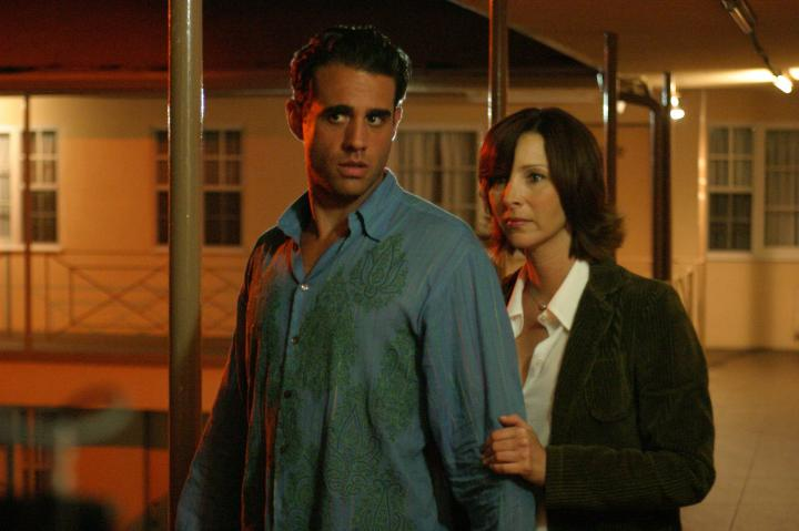 Lisa Kudrow and Bobby Cannavale in Happy Endings (2005)