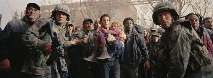 Tom Cruise and Dakota Fanning in War of the Worlds (2005)