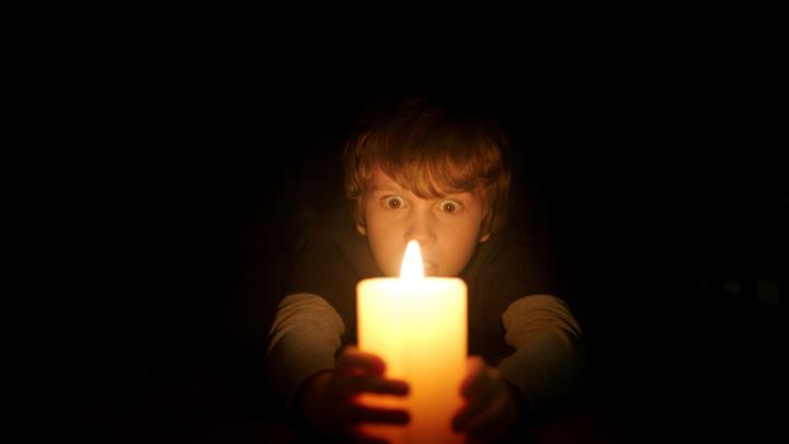 Gabriel Bateman in Lights Out (2016)