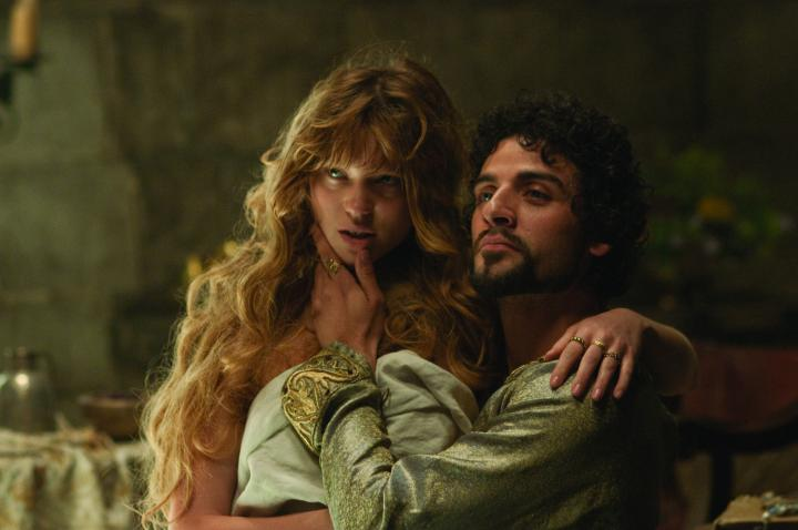 Oscar Isaac and Léa Seydoux in Robin Hood (2010)